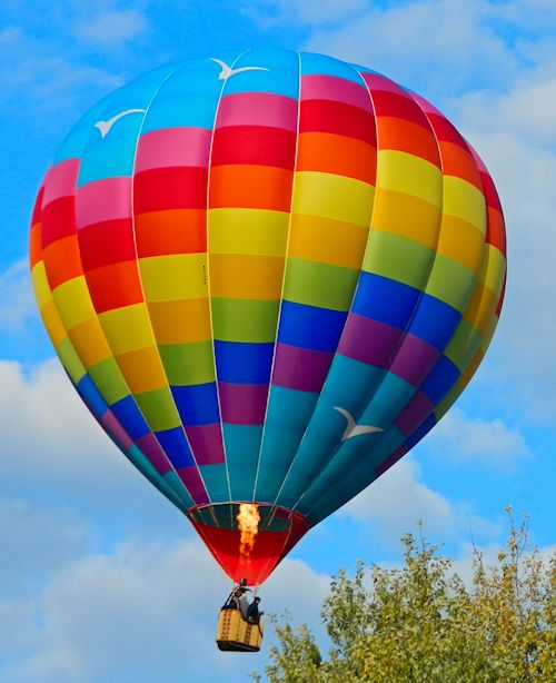 Bob has been flying Balloons for 39 years and is also a gas Balloon Pilot ,and a fixed wing pilot >He has flown in many States and numerous countries.
